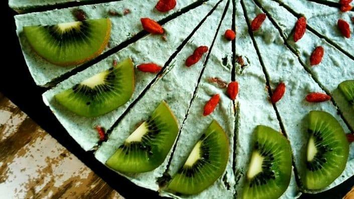 veganer Mango-Limetten Rohkostkuchen